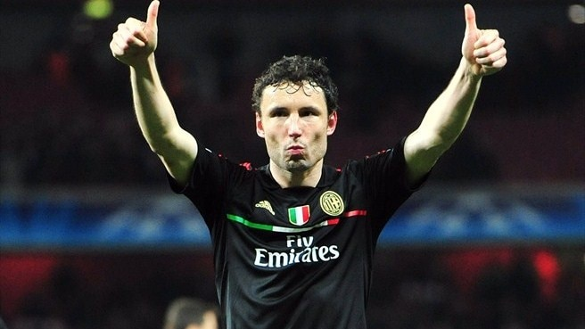 Van Bommel back at PSV after leaving Milan