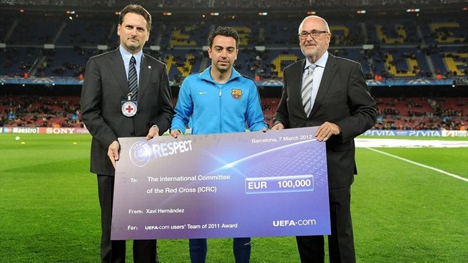 Xavi donates UEFA charity cheque to ICRC