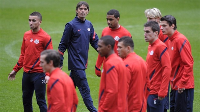 Cocu prepares to launch PSV with Valencia win