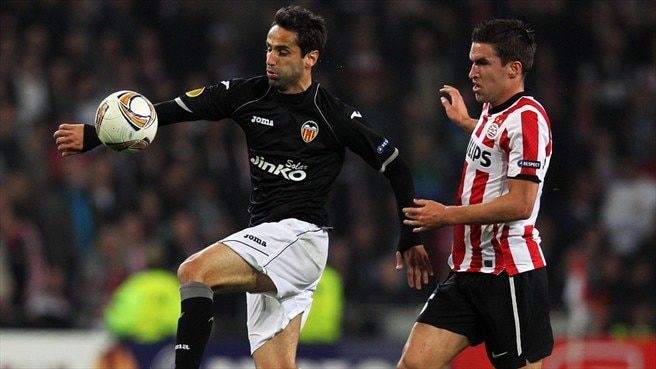 Valencia's Alves remains grounded despite PSV win