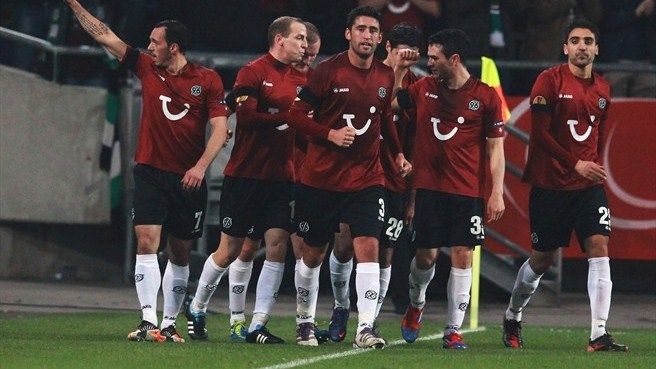 Hannover beat ten-man Standard to make history