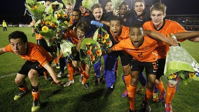 Holders Netherlands into finals