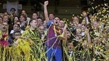 Barcelona, Benfica win play-off thrillers