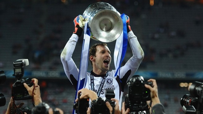 Chelsea reward Čech with new contract