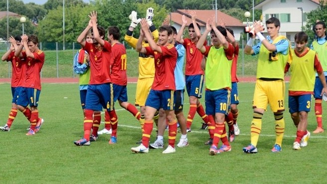 Holders Spain into finals again