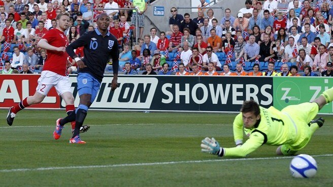Young gifts Hodgson's England a winning start