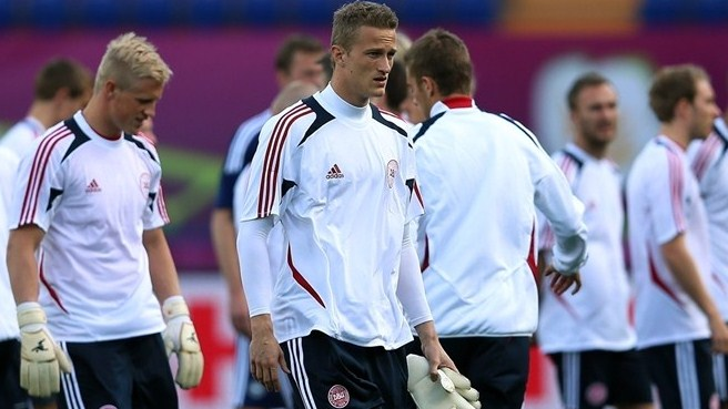 Lindegaard pens new United deal