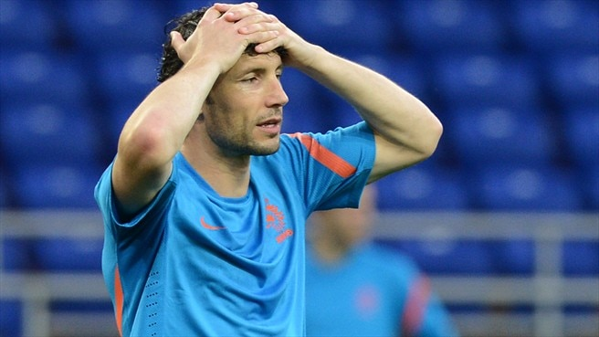 Netherlands' Van Bommel steps aside