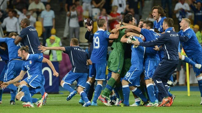 Spot-on Italy edge past England into semis