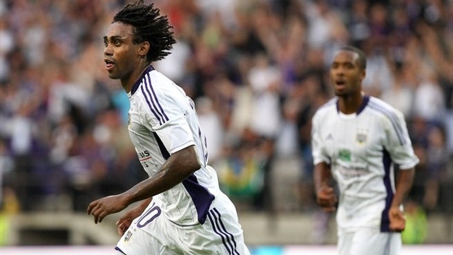 Anderlecht hit five to move in on play-offs