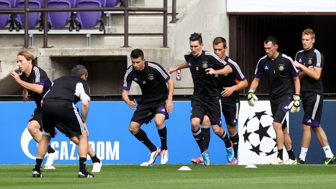RSC Anderlecht players train