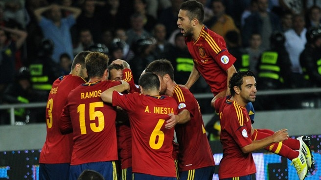Soldado strikes late as Spain win opener
