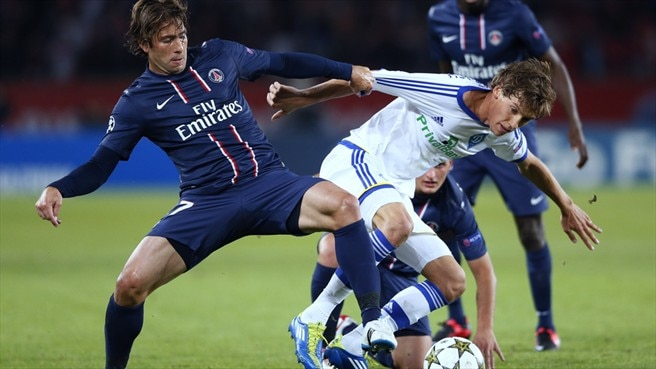 Maxwell (Paris Saint-Germain FC) & Denys Garmash (FC Dynamo Kyiv)
