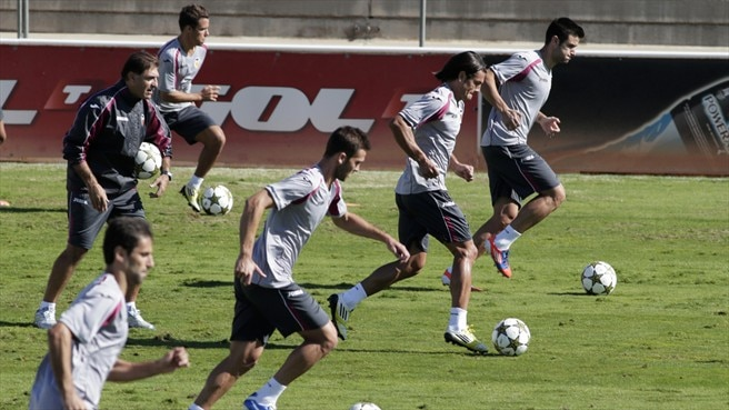 Valencia CF players train