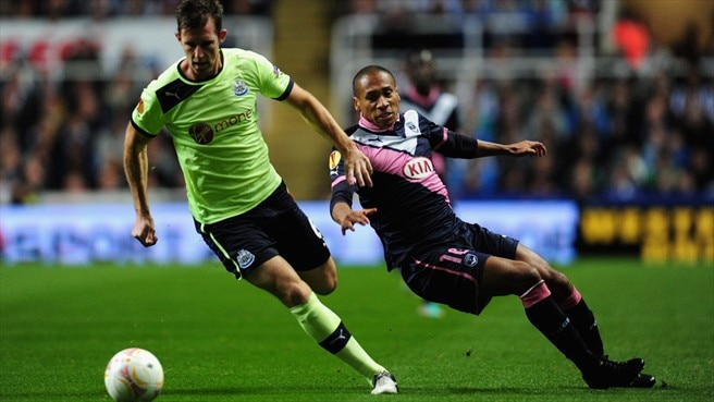 Mike Williamson (Newcastle United FC) & Jussiê (FC Girondins de Bordeaux)