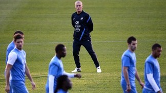 Deschamps urges France 'not to set limits'