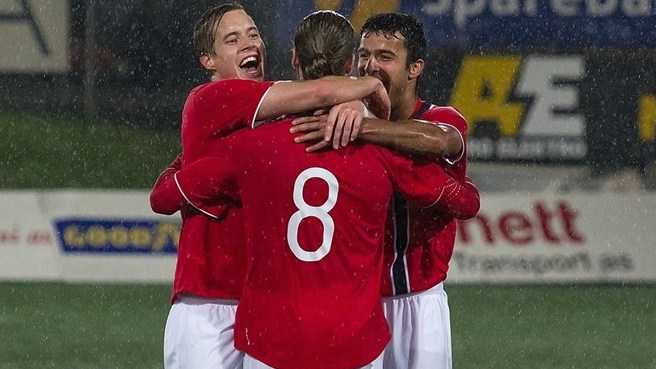 Norway come from behind to beat ten-man Russia