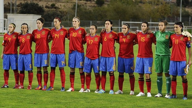Spain get edge over rivals Russia