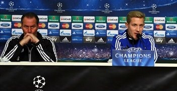 Lewis Holtby (right) accompanied Huub Stevens in the Schalke press conference