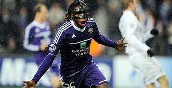 Dieudonné Mbokani enjoys his decisive goal for Anderlecht