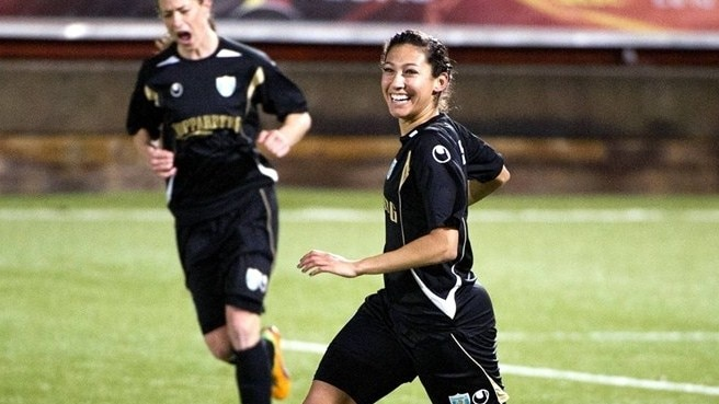Christen Press (Göteborg FC) celebrates