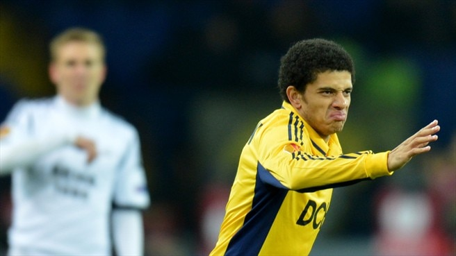 Taison's venomous volley helps Metalist through