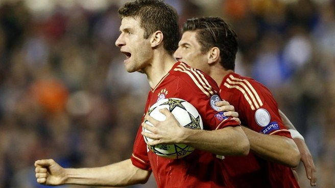 Müller extends Bayern stay by two years until 2017
