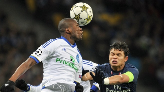 Thiago Silva (Paris Saint-Germain FC) & Ideye Brown (FC Dynamo Kyiv)