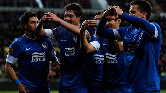 Dnipro win Group F with victory at PSV