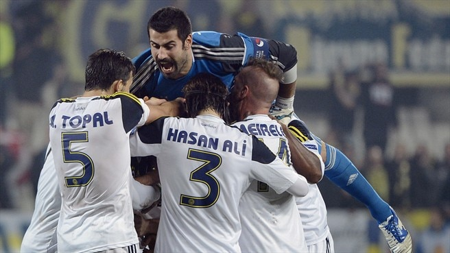 Fenerbahçe safe at summit after win at Marseille