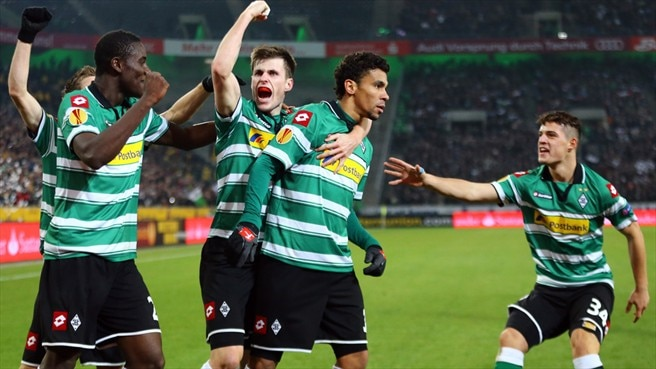 De Camargo double helps Gladbach advance