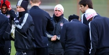 Jupp Heynckes looks on during Bayern's training session on Tuesday