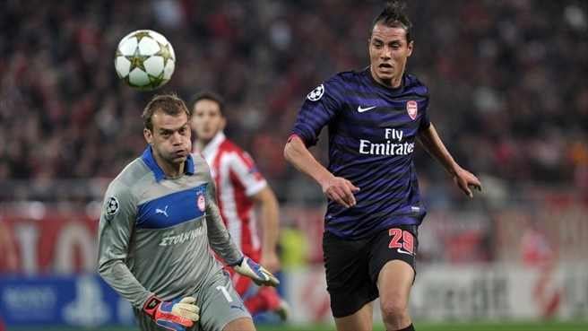 Roy Carroll (Olympiacos FC) & Marouane Chamakh (Arsenal FC)