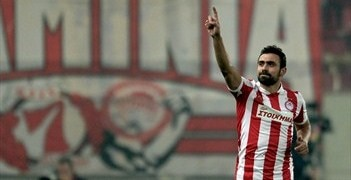 Giannis Maniatis celebrates his equaliser for Olympiacos against Arsenal