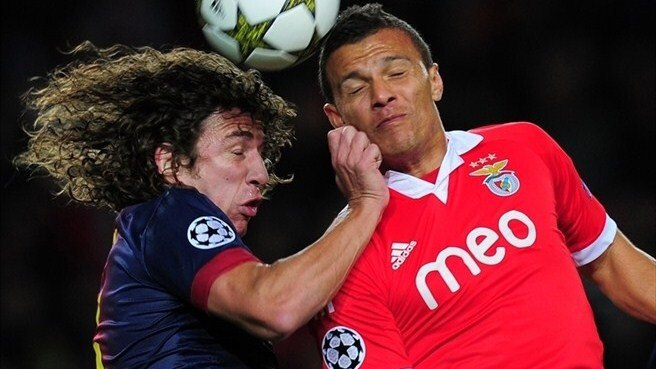 Carles Puyol (FC Barcelona) & Lima (SL Benfica)