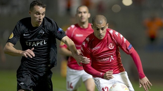Hapoel bow out with first win against Académica