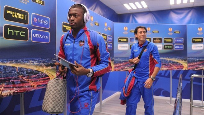 Levante UD players arriving