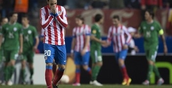 Juanfran despairs during Atlético's 2-0 home defeat against Rubin