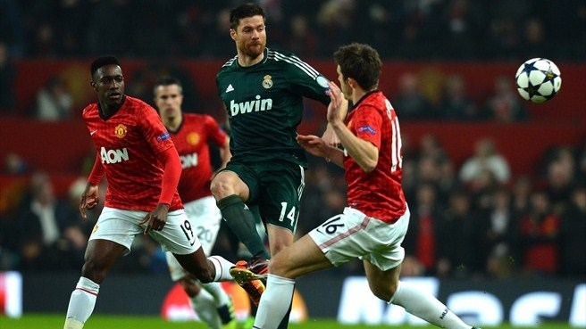 Xabi Alonso (Real Madrid CF) & Michael Carrick (Manchester United FC)