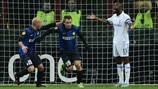 Antonio Cassano (FC Internazionale Milano) & William Gallas (Tottenham Hotspur FC)