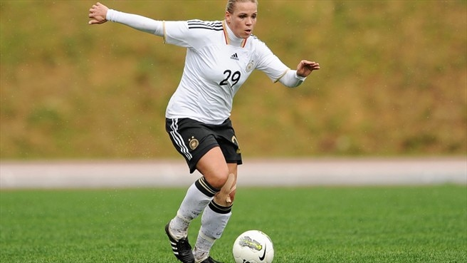 Kerschowski joins Wolfsburg ranks