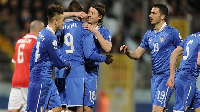 Balotelli double keeps Italy flying high