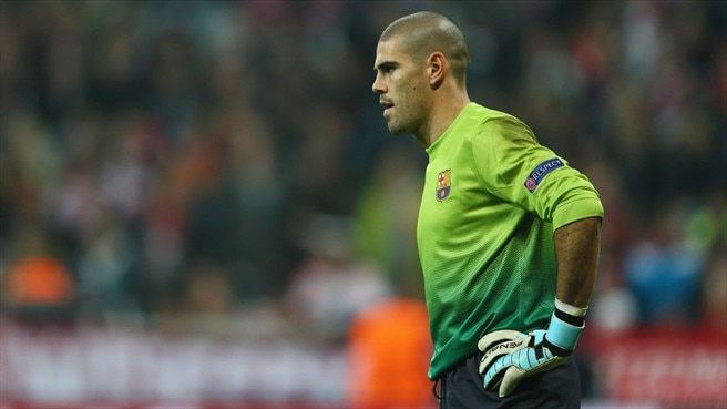 Barcelona's Valdés suffers injury setback