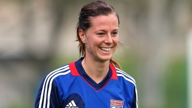 Schelin signs on for more at Lyon