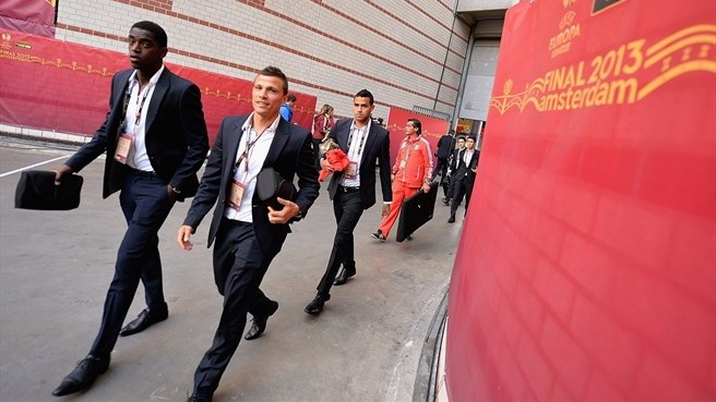 SL Benfica players arrive