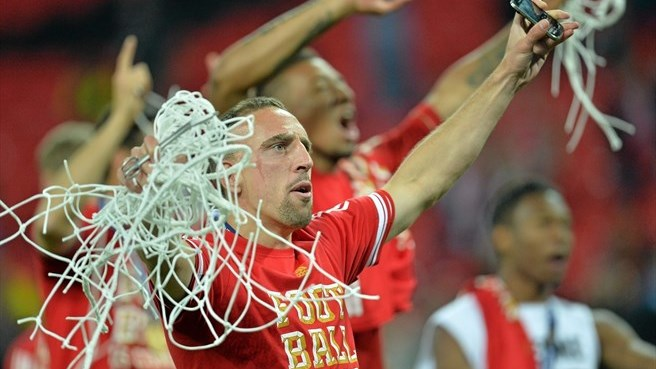 Ribéry and Van Buyten sign new Bayern deals