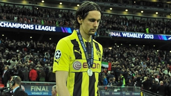Dortmund's Subotić faces six months on sidelines