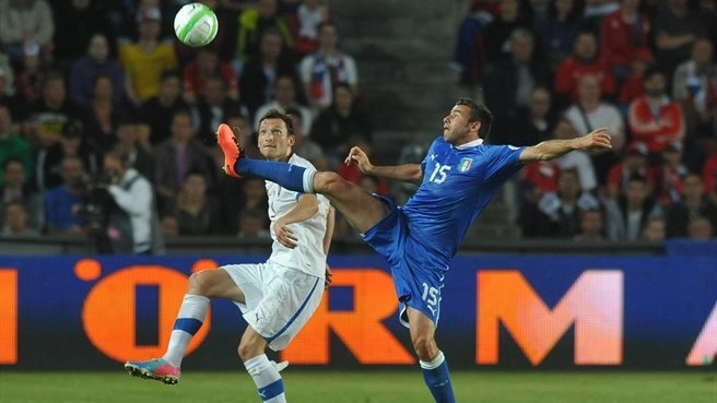 Buffon brilliance holds Czechs at bay