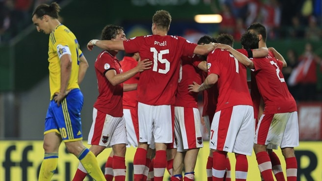 Austria hold off Sweden to record vital victory