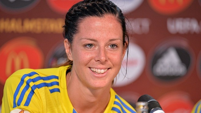 Sweden's Schelin extends Golden Boot lead
